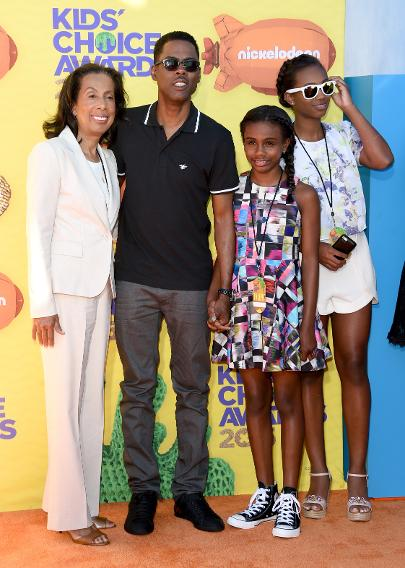Chris Rock with his mom and daughters