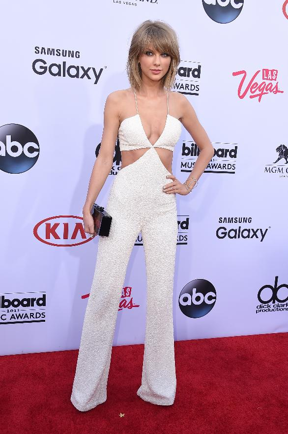 Taylor Swift channels BFF Karlie Kloss at the 2015 Billboard Music Awards.