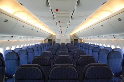 Bye bye rows new airplane design has you sitting in a circle for Interieur d un avion air france