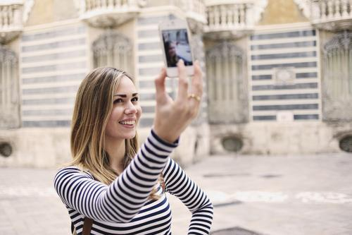 Want to Take the Most Amazing Vacay Selfie Ever? Here's How