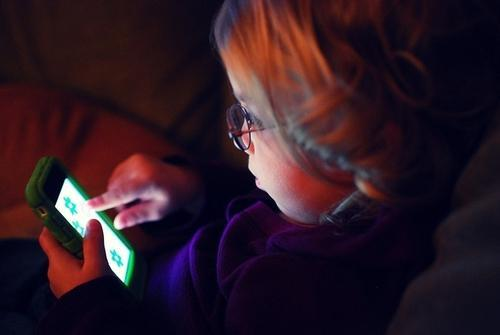 When Should You Buy Your Child a Smartphone?