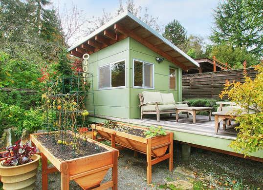 9 Tips that Make Tiny Backyards Feel Bigger