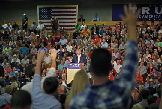 Donald Trump on anti-Muslim questioner controversy: Would Obama defend me? No chance!