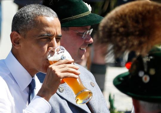 Obama drinks beer for breakfast in Germany