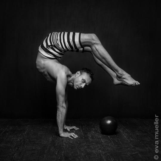 Cant Touch Your Toes 5 Ways To Become More Flexible  From A Contortionist-4666