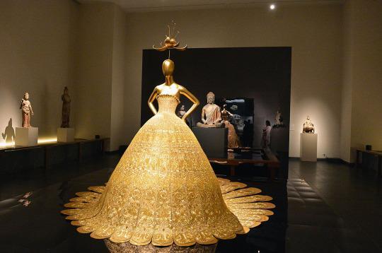 D Exhibition China : Meet guo pei the designer of rihanna s magnificent met