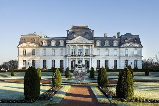 Ooh la la a 6 night driving tour of france with airfare for Chateau hotel paris