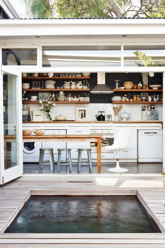 10 indoor outdoor kitchens you 39 ll swoon over for Indoor outdoor kitchen designs