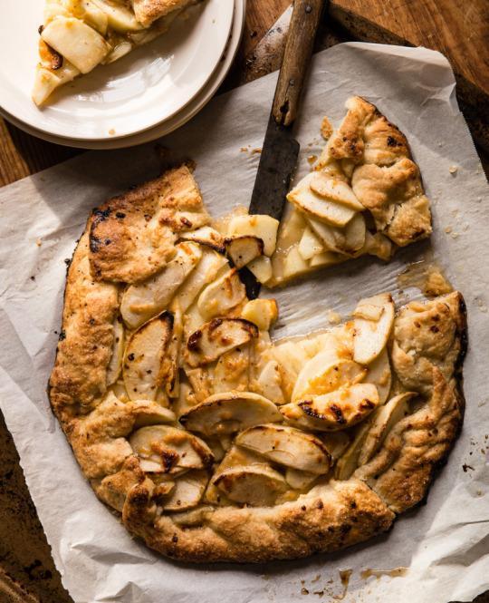 Apple Crostata With Cheddar Crust Recipe — Dishmaps