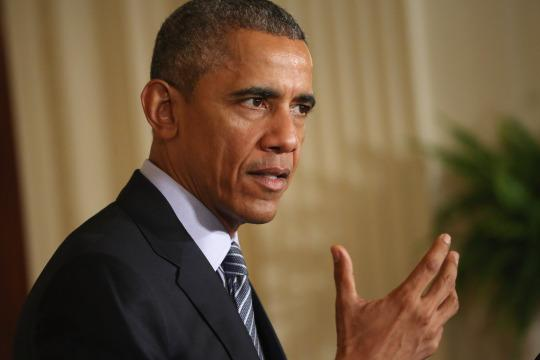 Obama to free dozens of inmates, tour federal prison this week
