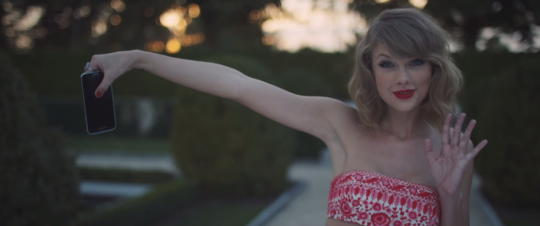 How Taylor Swift Convinced Apple to Pay Independent Artists