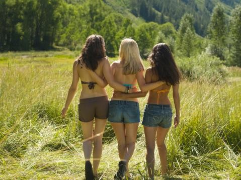 women-in-short-shorts