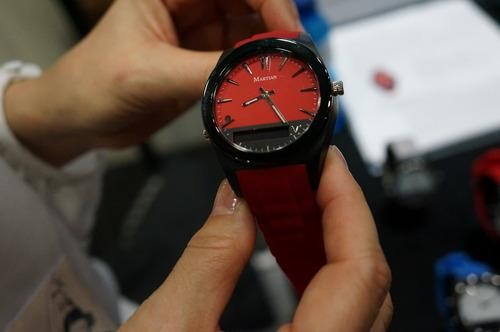 Someone Finally Made a Smartwatch That Actually Looks Like a Watch