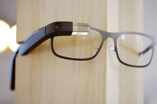 Google Glass Software Update Improves Battery Life, Removes Video Calls