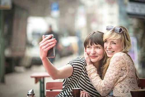 Try FaceSnap, an App That Takes Hands-Free Selfies