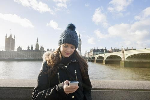 Traveling Abroad With Your Smartphone: Three Ways to Cut Data Costs