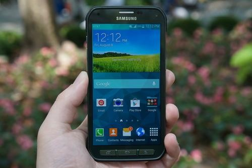 Galaxy S5 Active Reviewed: A Samsung Smartphone for the Sporty and Klutzy