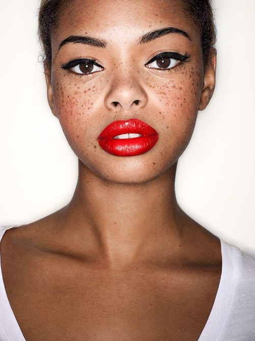 Flawless Red Lips in Just One Step