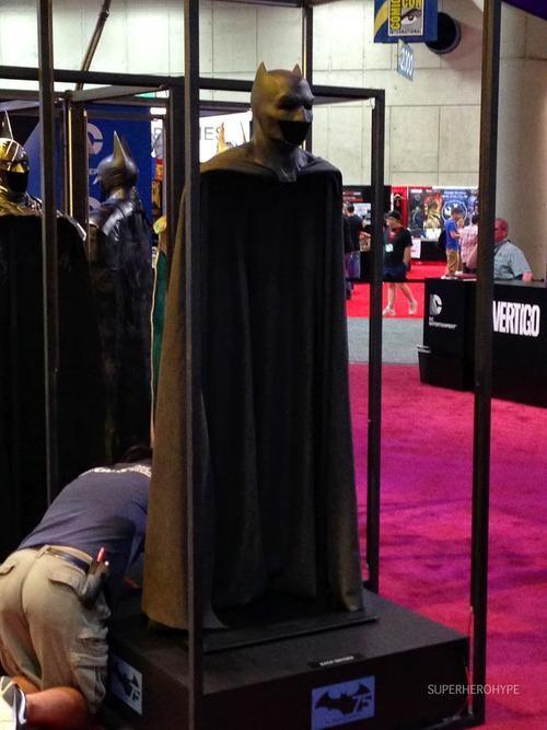 Ben Affleck's Batsuit from Batman V Superman revealed at Comic-Con