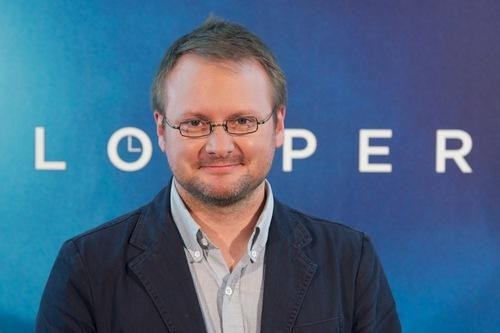 'Looper' Director Rian Johnson Reportedly Will Write and Direct 'Star Wars: Episode VIII'