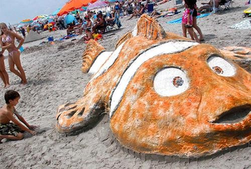 16 Fantastic Pixar Sand Sculptures, from Woody to WALL-E