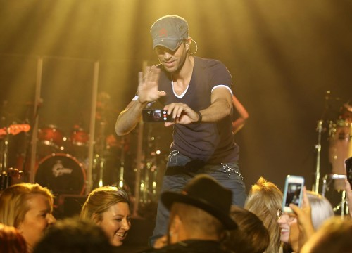 Step Away from the Smartphone: Lively Records and Shares Live Concerts So You Don't Have To