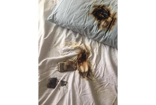 Girl's Galaxy S4 Smartphone Burns Under Her Pillow as She Sleeps