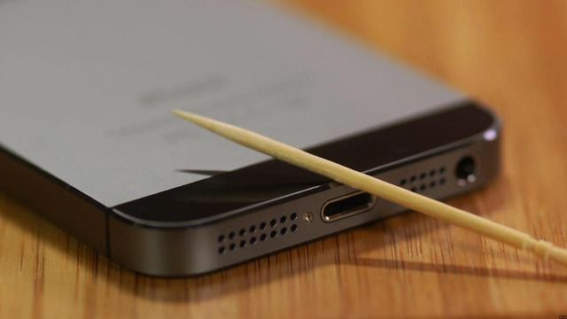 WATCH: How to Use a Toothpick to Clean Out Your iPhone
