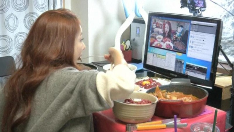 This South Korean Woman Makes $9000 A Month Eating in Front of Her Webcam