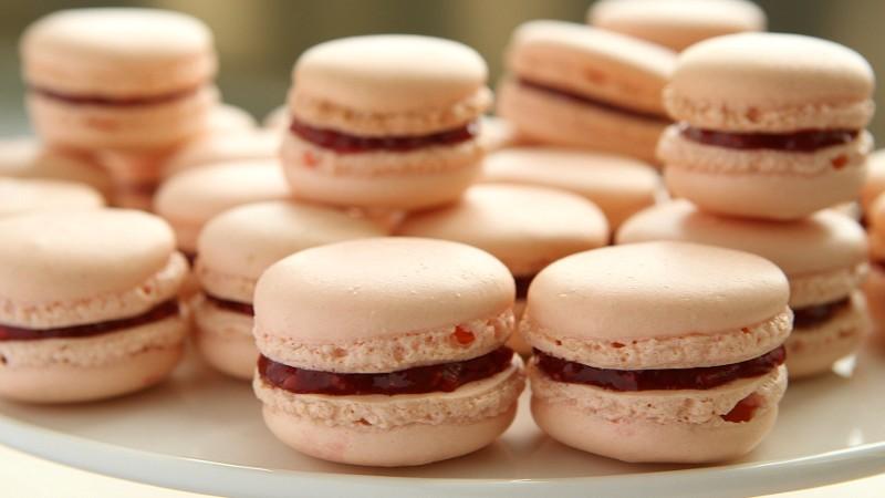 Heartbreakingly Cute Pink Macarons