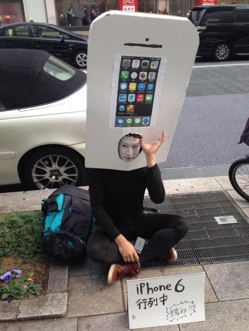 Seriously? Japanese Superfan Lines Up for the iPhone 6