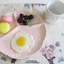 【遇見美好雜貨】A50802 典雅陶瓷蝴蝶蕾絲浮雕分隔早餐盤/三隔餐盤/粉色圓盤