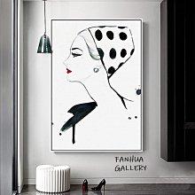C - R - A - Z - Y - T - O - W - N 紅唇美女氣質現代簡約法式女性人物裝飾畫黑白時尚個性創意掛畫服飾店禮服店門市裝飾畫人物藝術版畫
