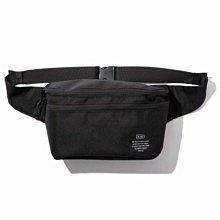 日本 KiU 182-900 黑色 2用隨身包: 防潮防水胸包變背包 x 單肩包變雙肩包 沙灘袋 游泳袋