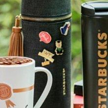 每組含運費888元~STARBUCKS中國星巴克咖啡經典黑色帆布拉鍊式上蓋杯套+4枚胸章組(不含杯子)~全新真品