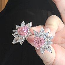 訂做粉鑽耳夾豪華富貴客製流行彩色鑽石4克拉純銀包白金耳環不過敏好舒適可改針耳釘 高碳仿真鑽莫桑石  FOREVER鑽寶