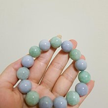 天然緬甸玉a貨翡翠手珠,淡綠淡紫珠,珠珠水潤透度好,顏色漂亮很有特色,完美度很高無裂,13mm