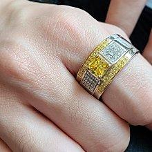 莫桑鑽寶黃鑽1克拉公主方小滿天星925純銀鍍鉑金指環鑲嵌極光火彩高碳鑽男款戒指實驗室鑽石媲美真鑽珠寶鉑金質感不退色ZB鑽寶年終出清