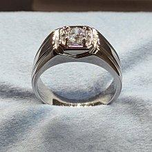 0.5克拉單鑽戒指男低調精品925純銀鍍鉑金指環 鑲嵌高碳鑽仿真鑽男士戒指 媲美真鑽永保晶亮不退色 FOREVER莫桑鑽寶