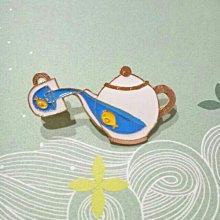 全新 潮人必備 金魚在茶壺茶杯裡游泳 可愛徽章 包包配件 卡通胸針 滴釉 別針