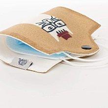 《散步生活雜貨》 日本進口 NEKOMARUKE 貓咪圖案 防疫 隨身攜帶 口罩保護套 收納套-黃20-0015