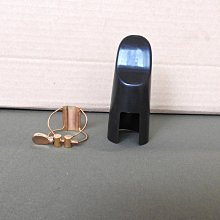 中音鋼線束圈:一般黑色膠嘴使用,附反向專用護蓋,音色比較乾淨和宏亮