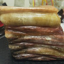 臻品水晶~100%天然豬肉石-三層肉天然造型、狀似豬肉~不含黑色轉盤