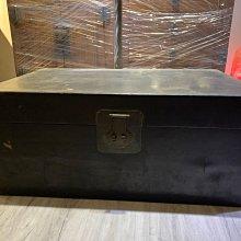 老木箱 老皮箱(大) 當年從大陸帶來 請細看照片 3888不含運 長輩留存多年 有歲月痕跡