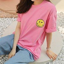 【現貨白/粉】韓國女裝 美式潮流感左胸笑臉T恤【US318606】