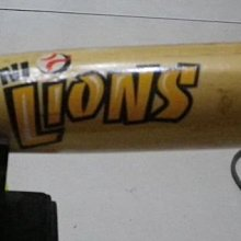 棒球天地---2013 WBC 統一獅嘟嘟潘威倫簽名小球棒.含木質訂製球架..字跡漂亮