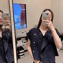 私留款 超愛超常穿 Chanel 香奈兒雙排扣馬甲 背心 上衣 小外套 圓領雙排扣設計 可敞開當外套 無袖坎肩設計超顯手臂細