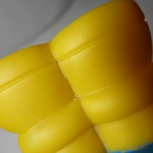 《瑋哥童趣屋》軟膠 辛普森 公仔娃娃~(尺寸高約:18.5 cm,很舊了,瑕疵、明顯掉色,前面腳有裂、後面腳有小洞)