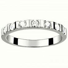 台南 長記銀樓 羅亞戴蒙。白鋼女戒指(RZ0472 對你承諾)特價$2690元。線條水鑽女戒。免保養。不褪色