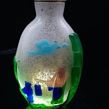 鼻煙壺十八世紀 涅白地 套料七色《幸福故事紋》鼻煙壺 +原裝綠瑪瑙蓋 純手工製作  耗時費工 保存不易  (Back))